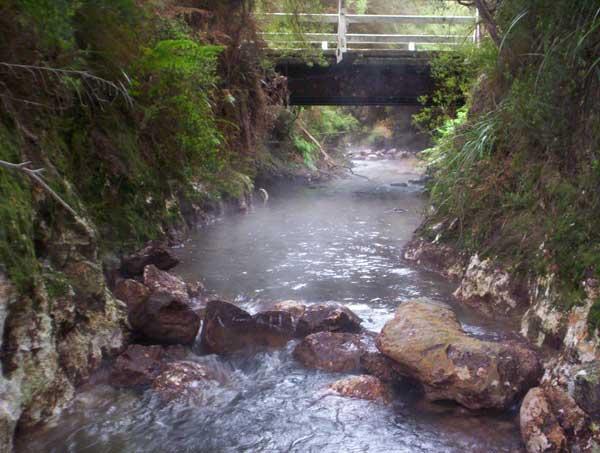 50-pic3-waiotapu-stream